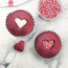 Make easy red velvet cupcakes by starting with a German chocolate cake mix and adding unsweetened cocoa powder and red food color. For Valentine's. Easy Red Velvet Cupcakes, Fun Cupcakes, Wedding Cupcakes, Valentine Desserts, Holiday Desserts, Holiday Recipes, Valentines Food, Holiday Foods, Valentine Ideas