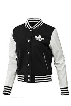 Consigue la de Adidas, bicolor en blanco y negro.