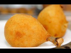 Coxa creme - drumstick covered with a creamy dough and fried Coxinha Recipe, Le Croissant, Portuguese Recipes, Coffee Break, Junk Food, Food Truck, Finger Foods, Food Hacks, Family Meals