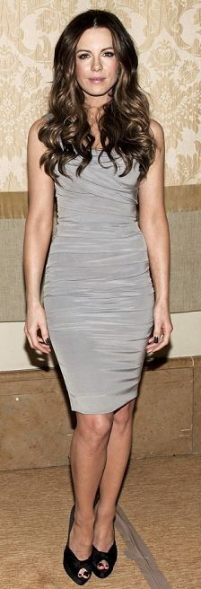 Who made Kate Beckinsale's gray ruched dress? Kate Beckinsale, Beautiful Celebrities, Most Beautiful Women, British Costume, Total Recall, Kate Hudson, Ruched Dress, Playing Dress Up, Kate Middleton