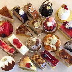 ☀️あけましておめでとうございます。 🎍本年もよろしくお願い致します。  #福井#敦賀#cestlavie#patisserie #パティスリーセラヴィ#セラヴィ  #cake#sweet#お菓子作り #お菓子 #instagood #instagramers #instalike  #instapic #instaphoto #instamood  #instafollow #instafood #instadaily  #follow#フォロー#followme #いいね #お正月#初売り#1月1日#10時 #初ケーキ#初甘い物