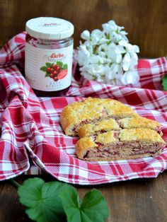 Tiroler Strudel // Tyrolean short pastry strudel with red currant jam // Typically Austrian taste // Baking Barbarine Red Currant Jam, Short Pastry, Biscotti, Delicious Desserts, Tart, Bakery, Food And Drink, Sweets, Vegetables
