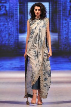 Buy Cobalt blue tie-dye pre-draped saree with attached pants & blouse by Vikram Phadnis at Aza Fashions Trendy Sarees, Stylish Sarees, Stylish Dresses, Saree Wearing Styles, Saree Styles, Saree With Pants, Look Fashion, Fashion Outfits, Woman Outfits