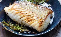 Fried fish fillet, Atlantic cod with rosemary in pan Grouper Recipes, Seafood Recipes, Cooking Recipes, Healthy Recipes, Diabetic Recipes, Cooking Bacon, Whole30 Recipes, Cooking Videos, Healthy Foods