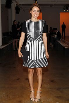 Pin for Later: Stunning Stars Amp Up the Excitement at New York Fashion Week Actress Zoe Kazan attended the Peter Som show on Friday morning. Zoe Kazan Style, Celebrity Red Carpet, Celebrity Style, Glamour Mexico, New York Fashion, Front Row, Spring, Fashion Show, Woman Fashion