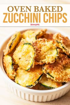 Oven Baked Zucchini Chips are only 99 calories per serving. Why hit the vending machine when you can have this yummy superfood snack? Clean Eating Recipes, Clean Eating Snacks, Healthy Snacks, Healthy Eating, Healthy Recipes, Healthy Breakfasts, Healthy Chicken Recipes For Weight Loss Clean Eating, Healthy Sides, Protein Snacks