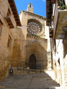 Valderrobles- Aragón                                                                                                                                                                                 Más Romanesque Architecture, Church Architecture, Historical Architecture, Places In Spain, Places To Visit, All About Spain, Spanish Towns, Church Pictures, Spanish Speaking Countries