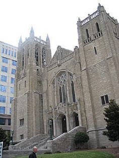 Another Christmas concert is coming up soon! A 60th Annual Handel's Messiah performance at First UMC. It is set for December 1st from 3-4:30 PM. This will include a community chorus and orchestra. Admission is free and an earlier afternoon time makes it more convenient for the family for sure #Charlotte #music #event