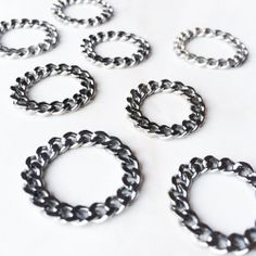 The stainless steel CHAINED rings . (at TEVIN-VINCENT.com)