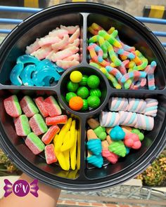 Kreative Desserts, Realistic Cakes, Candy Arrangements, Sleepover Food, Dessert Platter, Party Food Platters, Junk Food Snacks, Good Food, Yummy Food