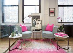 Branco, cinza e rosa, com muitos detalhes cheios de personalidade! Se o Fashionismo tivesse um office fora do home, seria exatamente assim!