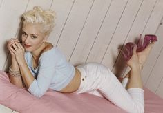 Gwen Stefani's Settle Down Hair Look – Celebrities Woman Gwen And Blake, Gwen Stefani And Blake, Gwen Stefani Style, Sing To Me, Reasons To Smile, Female Singers, Her Music, Strike A Pose, Celebs