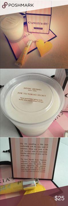 Set Victoria's Secret - candle & lip gloss lip gloss & candle Victoria's Secret - comes with - paper bag Victoria's Secret - lip gloss - Eternal Flame Victoria's Secret Other