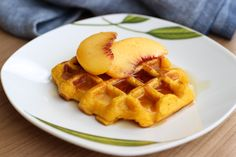 Na prvé počutie tekvica a wafle k sebe moc nepasujú, keď ich však skombinujete s tým správnym korením vzniknú nezabudnuteľné raňajky, ktoré si zamilujete. Breakfast, Food, Fitness, Basket, Morning Coffee, Essen, Meals, Yemek, Eten