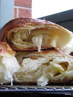 Mogu kuhati bilo sto ali nista mi ne daje toliko zadovoljstvo kao pravljenje kruha i tijesta. Godinama radim vec kruh, onaj moj, ali za ...