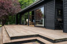 Black Line - Se vores designlinie Black Line - Stenhøj Husene A/S Black House Exterior, Interior Exterior, Building Exterior, Building A House, Paved Backyard Ideas, Garden Lodge, Sauna House, Hamptons Style Homes, Casas Containers