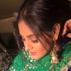 "Click From Upcoming Song ""Phulkaari"" Project Baani Sandhu Feat. Ladies Suits Indian, Suits For Women, Punjabi Salwar Suits, Salwar Kameez, Punjabi Models, Punjabi Actress, Punjabi Fashion, Beautiful Suit, Cute Girl Face"
