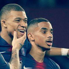 French Soccer Players, Mbappe Psg, Paris Saint, Saint Germain, Neymar, Football, Couple Photos, Outfits, Soccer
