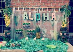 Décor: Aloha! Backdrop  {via Oh My! Creative}
