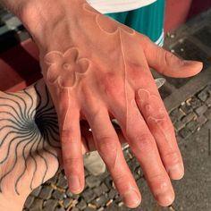 Dainty Tattoos, Pretty Tattoos, Small Tattoos, Unique Hand Tattoos, Poke Tattoo, Get A Tattoo, Dream Tattoos, Body Art Tattoos, Tatoos
