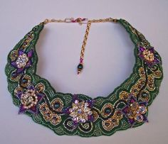 Bead collar green and roses