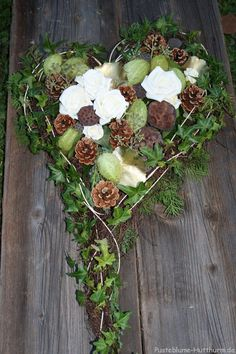 All Saints - Dandelion- Allerheiligen – Pusteblume All Saints – Dandelion - Funeral Flower Arrangements, Modern Flower Arrangements, Funeral Flowers, Deco Floral, Arte Floral, Fall Wreaths, Christmas Wreaths, Cemetery Decorations, Hosta Gardens