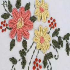 how to make silk ribbon embroidery Brazilian Embroidery Stitches, Basic Embroidery Stitches, Hand Embroidery Videos, Embroidery Flowers Pattern, Hand Embroidery Tutorial, Learn Embroidery, Embroidery Techniques, Ribbon Embroidery, Bullion Embroidery
