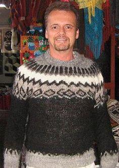 Grob gestrickter schwarzer #Pullover, #Alpakawolle. In allen Größen lieferbar. Rustikaler original peruanischer Pullover mit einem typischen Design. Der Pullover ist aus natürlicher Alpakawolle handgestrickt.