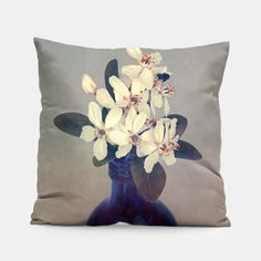 Portrait of flowers: Check it out on my Live Heroes account @: https://liveheroes.com/en/brand/daaram #Merch #Merchandising #Style #Fashion #Fashiondesign #Liveheroes #Daaram #Jollant #Olivier #Flowers #Stilllife #Nature #Pillow #Design #Home