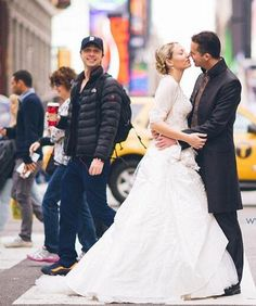 Zach Braff photobombing a couple's wedding photoshoot in NYC.