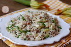 RISO MOZZARELLA ZUCCHINE E TONNO Seafood Salad, Rice Dishes, Fried Rice, Seafood Recipes, Finger Foods, Food Art, Italian Recipes, Buffet, Zucchini