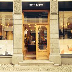 #hermes #oslo #norway #store   by nickleus
