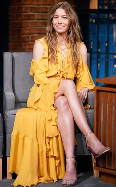 Jessica Biel flaunts legs in buttercup yellow cold-shoulder dress on Late Night With Seth Myers Beautiful Celebrities, Gorgeous Women, Celebrity Dresses, Celebrity Style, Celebrity Photos, Jessica Biel And Justin, Actress Jessica, Lovely Legs, Sexy Legs