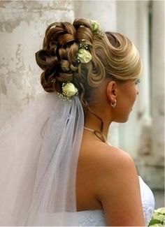 Elegant and Classic Haird Updos for your Wedding | Glam Bistro