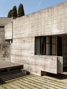 <p>Legendary Italian architect Carlos Scarpa's last masterpiece before he died in 1978 was this impressively modern and geometric cemetery for the Brion Family. Located in the Veneto region of Italy,