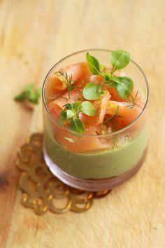 Verrines de noël saumon fumé et crème d'avocat au citron vert1 VERRINES DE NOËL, SAUMON FUMÉ, CRÈME DAVOCAT AU CITRON VERT