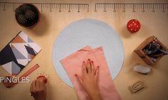 Simple et rapide, découvrez le tuto de la rédaction pour apprendre à réaliser un ourlet sans aiguilles ni machine à coudre.