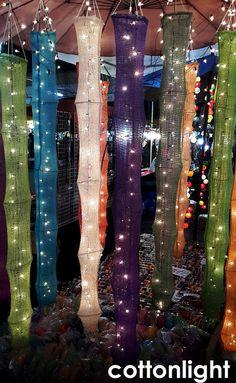 Lanterne intérieur à la main suspendus partie par cottonlight