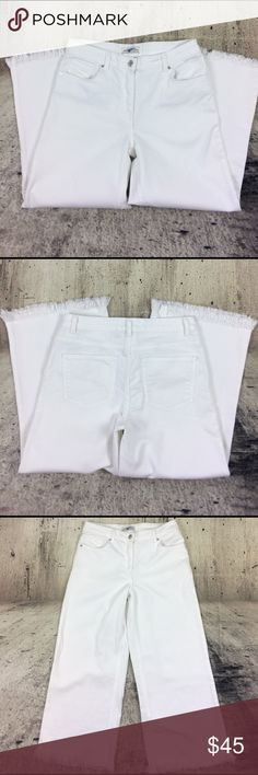 """Zara cropped mid rise jeans Zara cropped mid rise jeans cotton polyester and spandex blend inseam 24"""" rise 9"""" Zara Jeans Ankle & Cropped"""