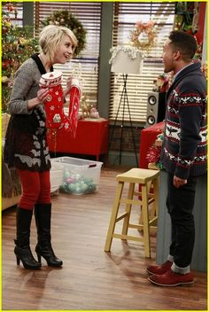 'Baby Daddy' Holiday Episode - First Look Pics!: Photo Jean-Luc Bilodeau and Derek Theler hand out some sweets while dressed as elves in this new still from Baby Daddy. In the special holiday episode Baby Daddy Tv Show, Funny Sitcoms, Chelsea Kane, Cute Haircuts, Pixie Haircuts, Christmas Episodes, Beautiful Baby Girl, Magical Christmas, Jpg