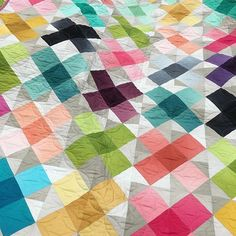 CrissCross Applesauce by Vanessa Christenson - @vchristenson. This was one of my favorite quilts at Market, and I was fortunate to take it to a recent trunk show. I wanted to take one last look before it heads home. It's made with the gorgeous Ombré Basics by V&Co - coming in January of next year. #showmethemoda #modafabrics