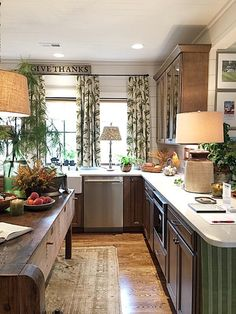 How To Decorate Small Spaces Like The Pros - Lori's Decoration Lab Classic Kitchen, New Kitchen, Kitchen Decor, Kitchen Ideas, Kitchen Post, Awesome Kitchen, Decorating Small Spaces, Furniture For Small Spaces, Decorating Ideas