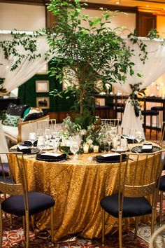 This gorgeous Arizona wedding from Some Like It Classic looks elegant and chic in gold, green and black decor. Photos by Gina Meola Photography. Mod Wedding, Wedding Looks, Floral Wedding, Wedding Reception, Reception Table, Reception Decorations, Event Decor, Wedding Centerpieces, Centerpiece Ideas