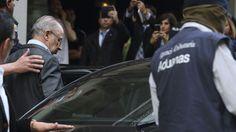 El juez rebaja a fraude fiscal el caso que provocó la detención de Rato Rodrigo Rato sale detenido de su domicilio en Madrid.  EFE/Ballesteros