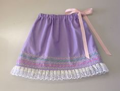 作者:のい さん/無地の生地でスカートを作ったものの、なんだか物足りず、、、 せっかくなのでミシンの飾り模様を使ってみました! あっという間に柄ができて良かったです。 使用ミシン:JTA-3300 | By Ms. NOI-san / First made a skirt using plain fabric but not satisfied. Decoration patterns built-in a sewing machine instantly changed impression into wonderful one. Used model: JTA-3300 #skirt #stitch #sewing #handmade #JAGUAR