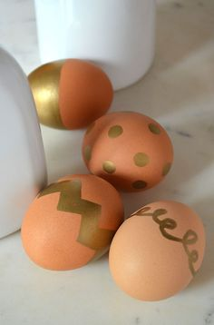 why didn't I think of this?  no-dye Sharpie easter eggs