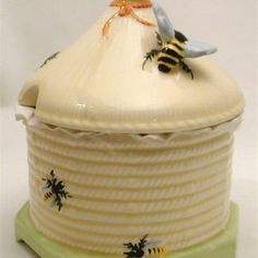 ≗ The Bee's Reverie ≗ Crown Devon honeypot small-circa Bumble Bee Honey, Bumble Bees, Bee Skep, Bee Hives, Hives And Honey, Buzzy Bee, Honey Shop, I Love Bees, Honeypot