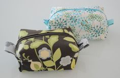 Lined zippered box pouch - pattern and tutorial.  I like the tabs on the sides.  Would make a nice makeup/personal items/small baby toys pouch.  Maybe one for diapers and the travel pack of wipes - easy to keep in the car for on the go, or put one in a Sunday purse.