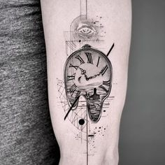 Popularity of Clock Tattoos for Men. The clock tattoo can speak to a variety of various meanings. Although they speak to time, they can speak to a great deal more. Dot Tattoos, Tattoos For Guys, Moon Tattoo Designs, Clock Tattoo, Subtle Tattoos, Clock Tattoo Design, Retro Tattoos, Surreal Tattoo, Tattoo Designs