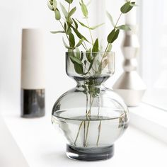 Vase Lowa gris transparent by House Doctor House Doctor, Design Shop, Vase Transparent, Contemporary Vases, Hanging Picture Frames, Living Room Accessories, Grey Glass, Bunch Of Flowers, Bottle Vase